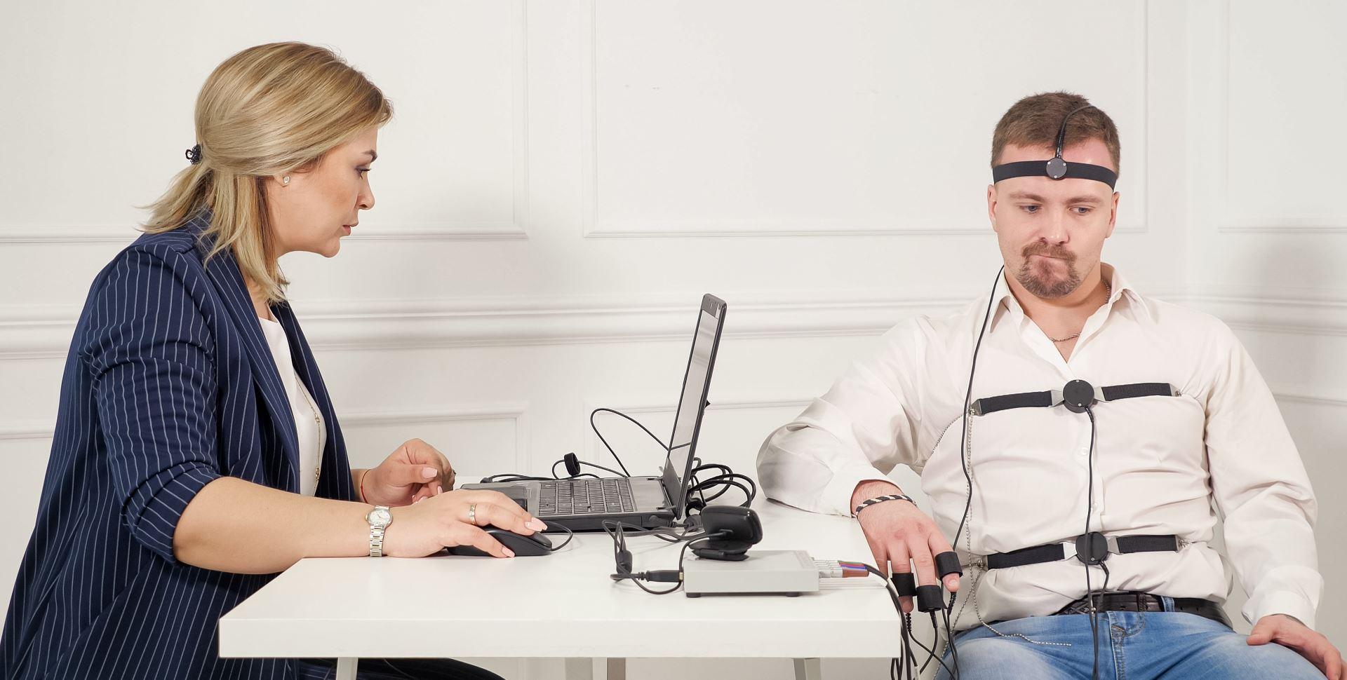 Luegendetektor-Tester